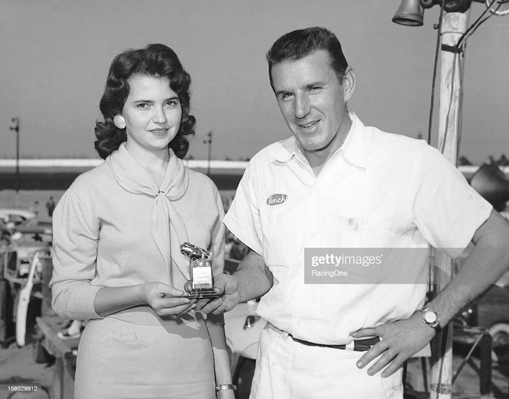 Marvin Panch NASCAR - Upside Down Trophy Greensboro 1957 : News Photo