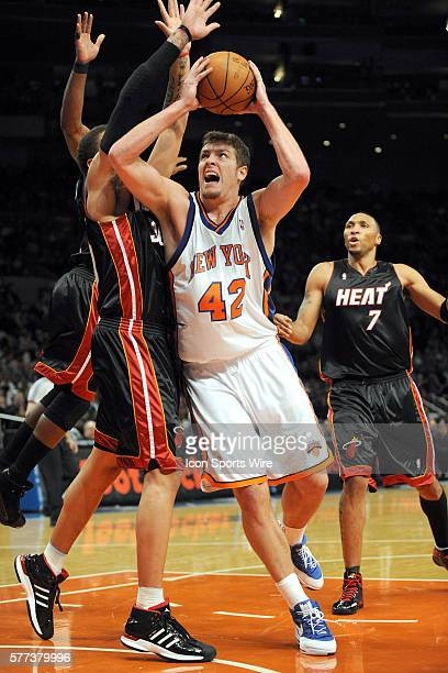 Miami Heat New York Knicks at Madison Square Garden in New York NY Knicks David Lee drives to the basket in the first quarter The Knicks defeated the...
