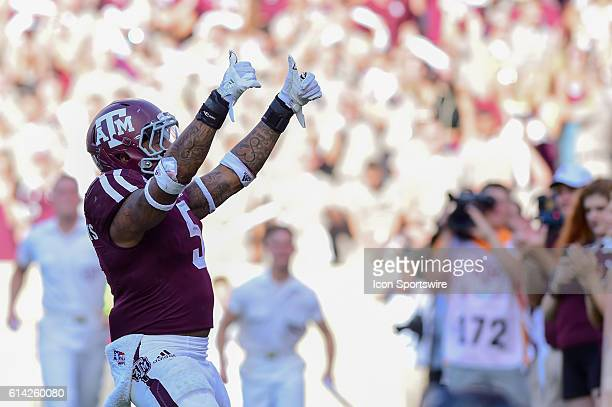 Texas A&M Aggies running back Trayveon Williams gives the crowd a thumbs up as the yell leaders approach after his rushing touchdown during the...