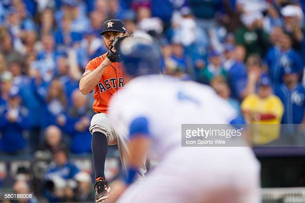 Houston Astros relief pitcher Oliver Perez keeps an eye on Kansas City Royals left fielder Alex Gordon while winding up during the MLB Playoff ALDS...