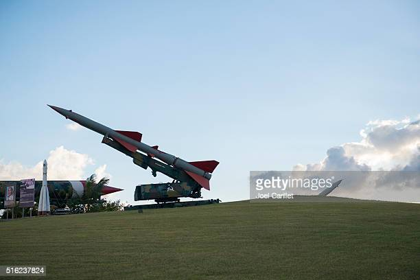 october cuban missile crisis display in havana, cuba - cuban missile crisis stock pictures, royalty-free photos & images