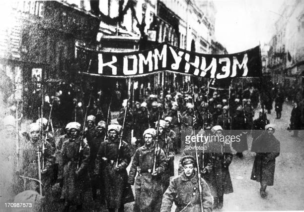 October revolution a column of soldiers demonstrating along nikolsky street under the banner 'communism' in moscow 1917