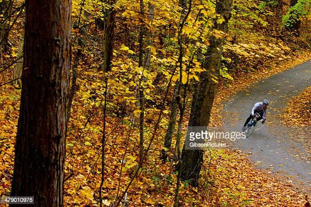 10 月のサイクリングロード - ロードバイク ストックフォトと画像