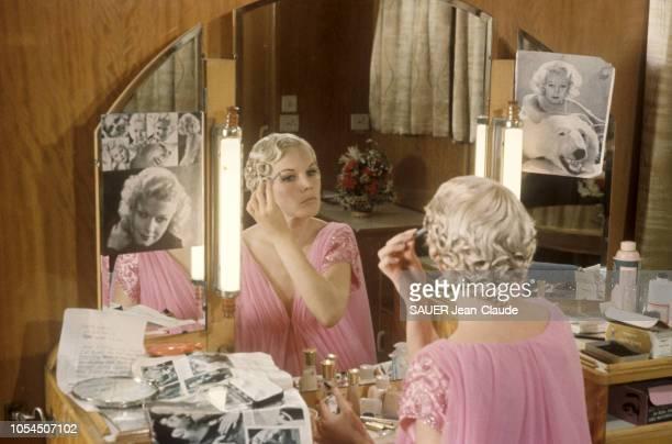 Octobre 1964 Carroll BAKER a été choisie pour interpréter Jean Harlow dans le film de Gordon Douglas 'Harlow la blonde platine' A bord du paquebot...
