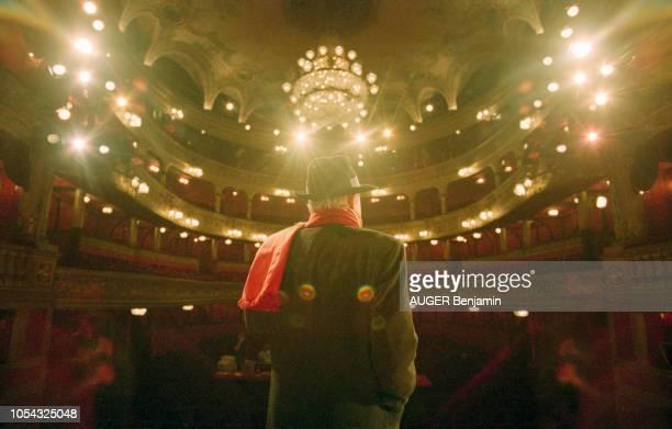 PARIS 11 octobre 1996 Rendezvous avec JeanPaul BELMONDO au théâtre des Variétés à l'occasion de la pièce 'La Puce à l'oreille' mise en scène par...