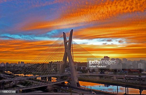 octávio frias de oliveira bridge - ponte estaiada - são paulo - fotografias e filmes do acervo