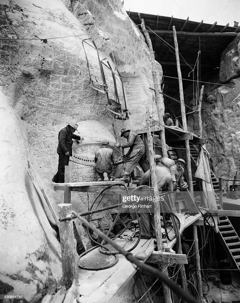Men Working on Mt Rushmore : News Photo