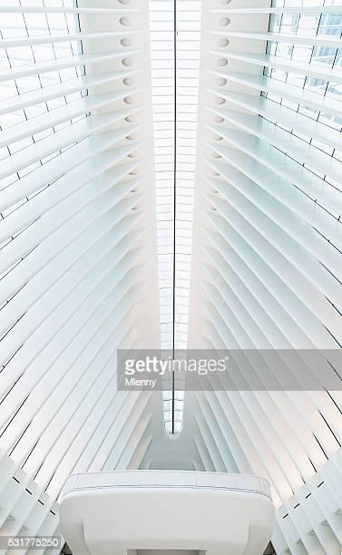 nyc oculus wtc verkehrsknotenpunkt moderne architektur - mlenny stock-fotos und bilder