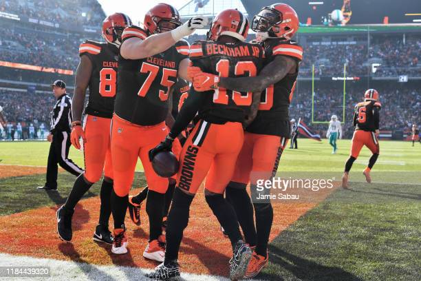 Odell Beckham Jr #13 of the Cleveland Browns celebrates his 35yard touchdown catch with teammates Joel Bitonio of the Cleveland Browns and Jarvis...