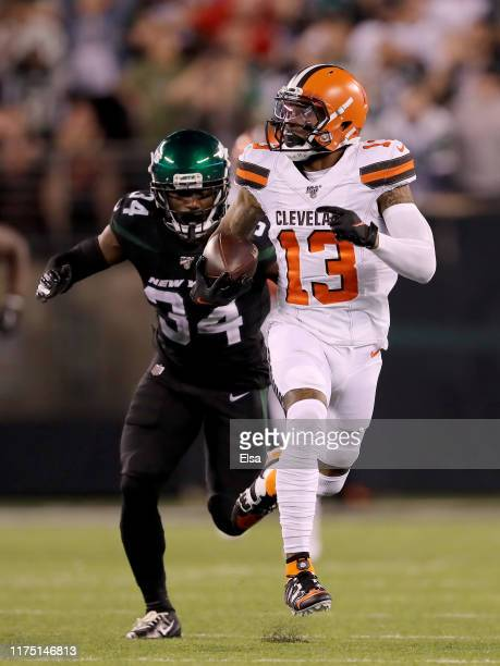Odell Beckham Jr. #13 of the Cleveland Browns makes the catch and carries the ball in for a touchdown as Brian Poole of the New York Jets defends in...