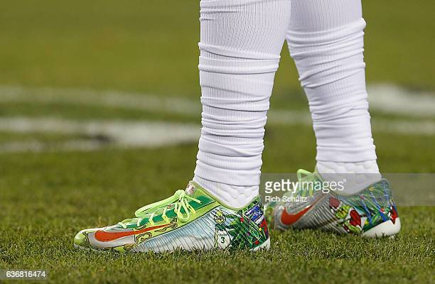 Odell Beckham Jr #13 of the New York Giants warms up wearing Christmas cleats featuring the Grinch before a game against the Philadelphia Eagles at...