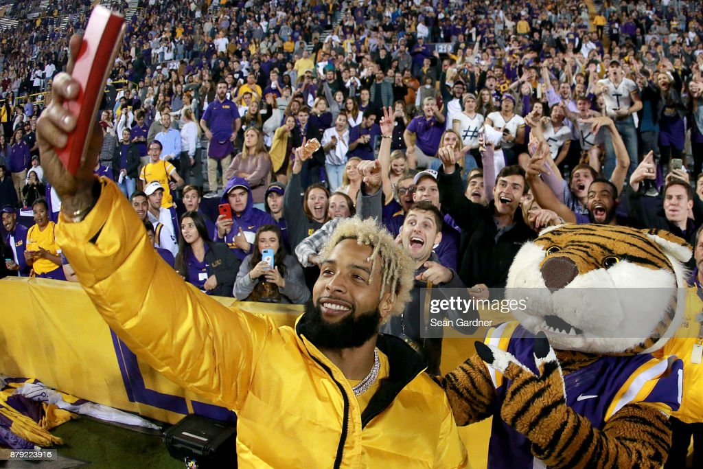 Odell Beckham Jr. of the New York Giants takes a picture with Mike the Tiger during the second half of a game between the LSU Tigers and the Texas A&M Aggies at Tiger Stadium on November 25, 2017 in Baton Rouge, Louisiana. LSU won the game 45 - 21.