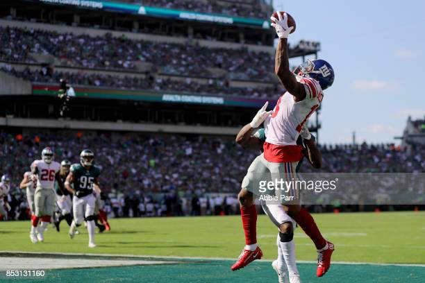 Odell Beckham of the New York Giants completes a four yard touchdown catch against Jalen Mills of the Philadelphia Eagles in the third quarter on...