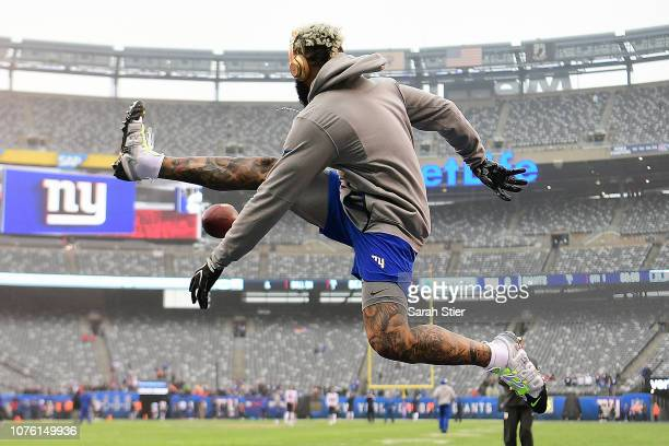 Odell Beckham of the New York Giants warms up prior to the game against the Chicago Bears at MetLife Stadium on December 02 2018 in East Rutherford...