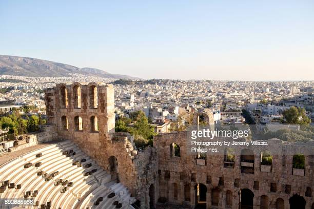 odeon of herodes atticus, the acropolis of athens - diosa atenea fotografías e imágenes de stock