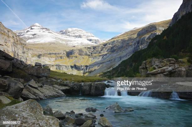 odesa national park- torla- huesca - aragon - spain - pyreneeën stockfoto's en -beelden