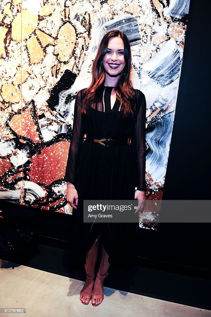 Odette Annable attends the 'Tom Everhart 'Raw' Exhibition of His Schulz-influenced Paintings For The First Time In Black And White At Mouche Gallery on February 27, 2016 in Beverly Hills, California.