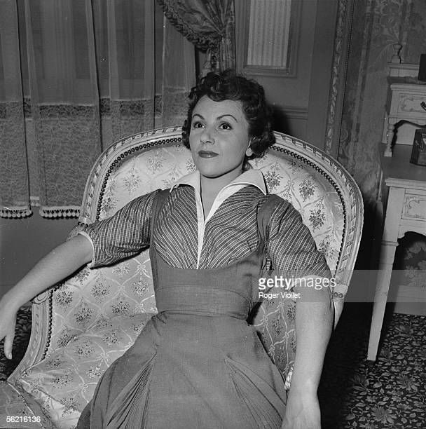 Odette Laure during the shooting of Mitsou of Jacqueline Audry Paris 1956