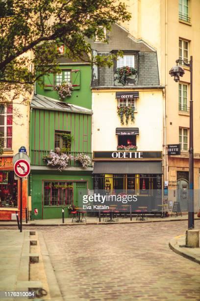 パリのオデットペストリーショップとカフェ - サンジェルマンデプレ ストックフォトと画像
