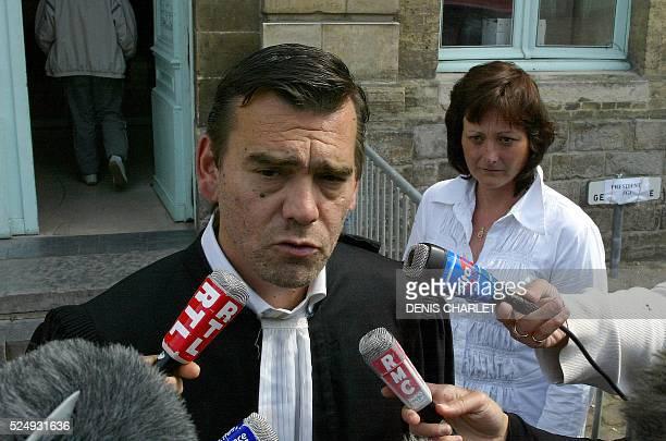 Odile Mar��caux l'��pouse de l'huissier Alain Mar��caux l'une des dixsept accus��s qui comparait dans l'affaire de p��dophilie d'Outreau regarde son...