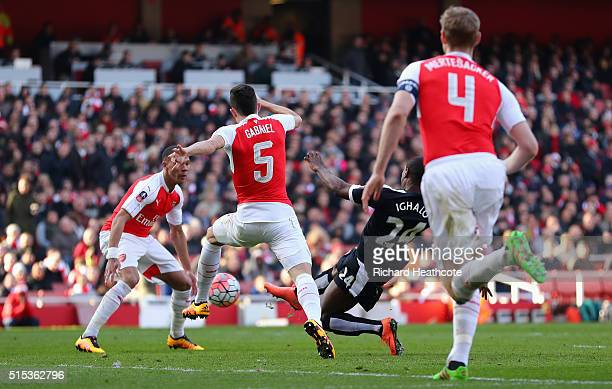 Odion Ighalo of Watford scores their first goal during the Emirates FA Cup sixth round match between Arsenal and Watford at Emirates Stadium on March...