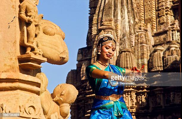 Odissi-dancers posing in front of the Khajuraho temples.