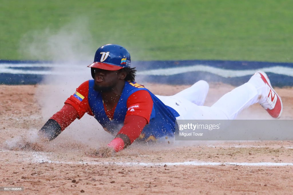 World Baseball Classic - Pool D - Game 3 - Venezuela v Italy : News Photo