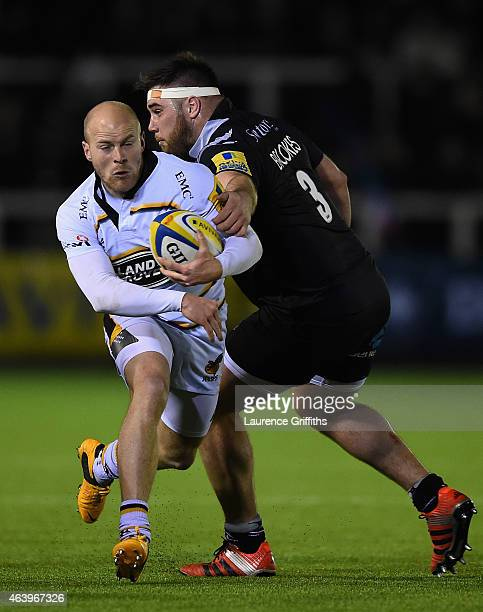Oe Simpson of Wasps skips past Kieran Brookes of Newcastle Falcons during the Aviva Premiership match between Newcastle Falcons and Wasps at Kingston...