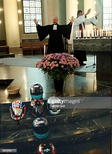 oekumenischer Gedenkgottesdienst in der St Hedwigs Kathedrale fuer die im letzten Jahr in Berlin und Brandenburg toedlich verunglueckten...