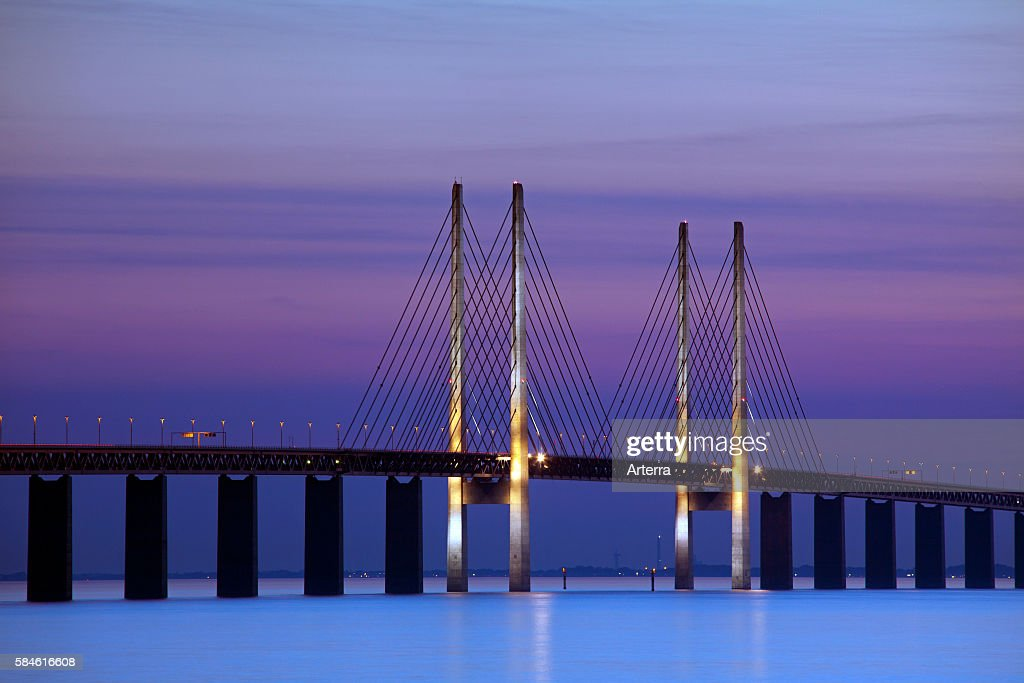 oeresund / Ì÷resund Bridge, double-track railway and dual carriageway bridge-tunnel between Denmark and Sweden at sunset, Scandinavia : News Photo