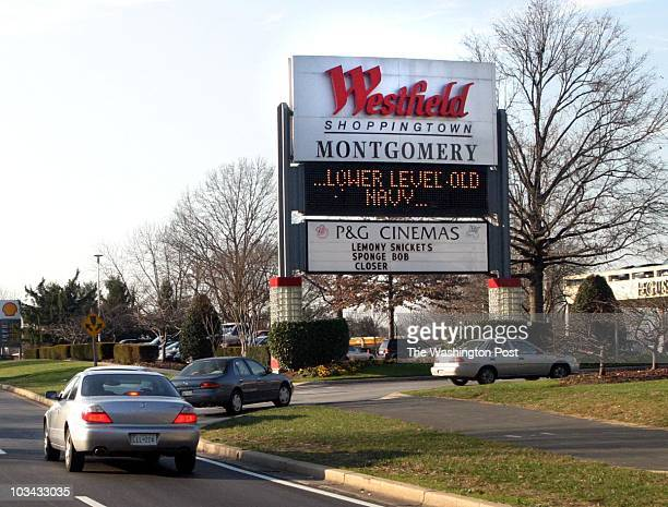 of 7 mx/shops23 12/18/04Larry Morris TWP #163064 Shoppers arriving at Westfield Shoppingtown Montgomery