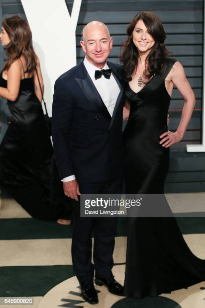 CEO of Amazoncom Jeff Bezos and MacKenzie Bezos attend the 2017 Vanity Fair Oscar Party hosted by Graydon Carter at the Wallis Annenberg Center for...