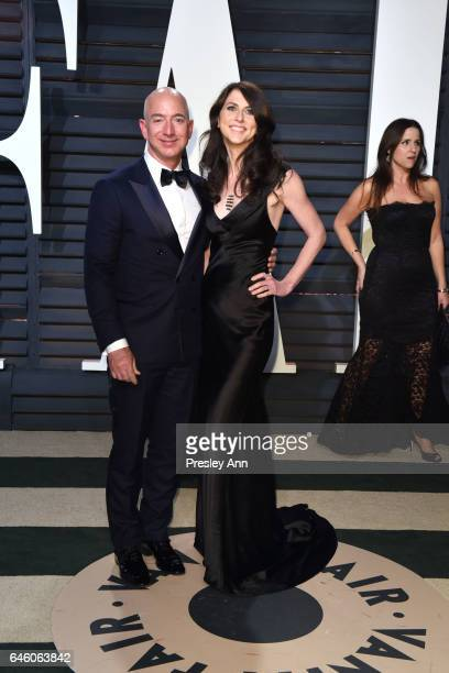 CEO of Amazoncom Jeff Bezos and MacKenzie Bezos attend the 2017 Vanity Fair Oscar Party hosted by Graydon Carter at Wallis Annenberg Center for the...