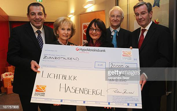 CEO of DFL Foundation Tom Bender Karin Stoiber former Bavarian Governor and curator of the DFL Foundation Edmund Stoiber and vice CEO of FC Bayern...