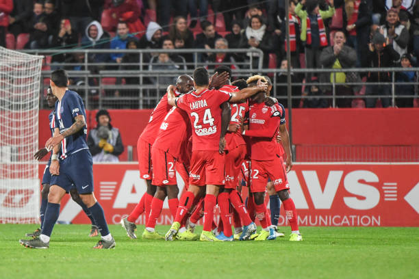 Championnat de France de football LIGUE 1 2018-2019-2020 - Page 31 Of-dijon-celebrates-a-goal-during-the-ligue-1-match-between-dijon-and-picture-id1179380275?k=6&m=1179380275&s=612x612&w=0&h=m8_wr3DlxkBSAN54VXARU_zJGkCWSGdq9DWz_0cry7Q=