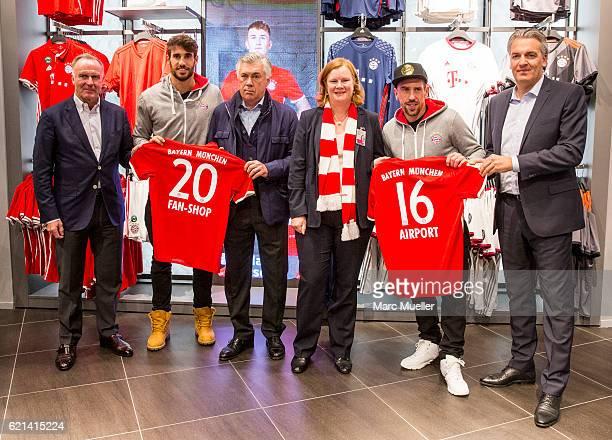 CEO of FC Bayern Munich KarlHeinz Rummenigge Playern Javi Martinez Headcoach Carlo Ancelotti CEO of Airport Munich Andrea Gebbeken Franck Ribery and...