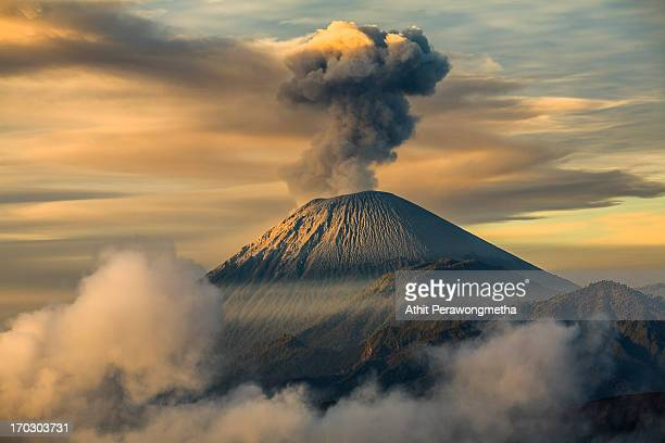 mt. sumeru of indonesia - vulkan stock-fotos und bilder