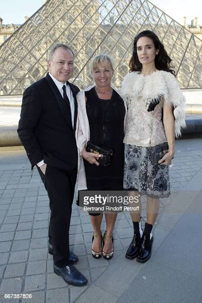 PDG of Louis Vuitton Michael Burke his wife Brigitte Burke and Actress Jennifer Connelly attend the LVxKOONS exhibition at Musee du Louvre on April...