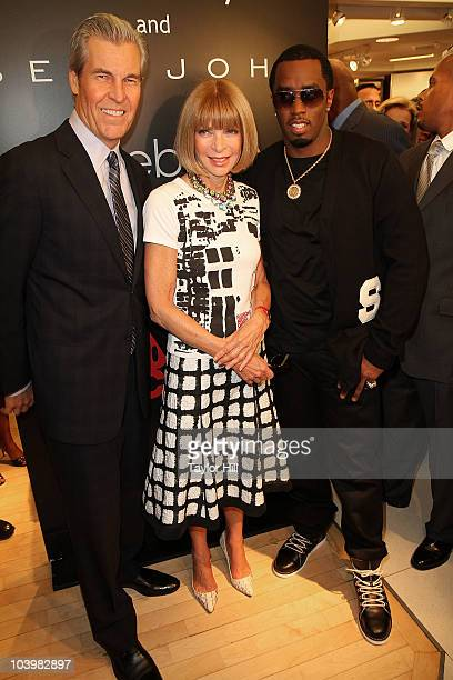 CEO of Macy's Terry Lundgren EditorinChief of Vogue Anna Wintour and Sean Diddy Combs attend the Macy's celebration of Fashion's Night Out at Macy's...