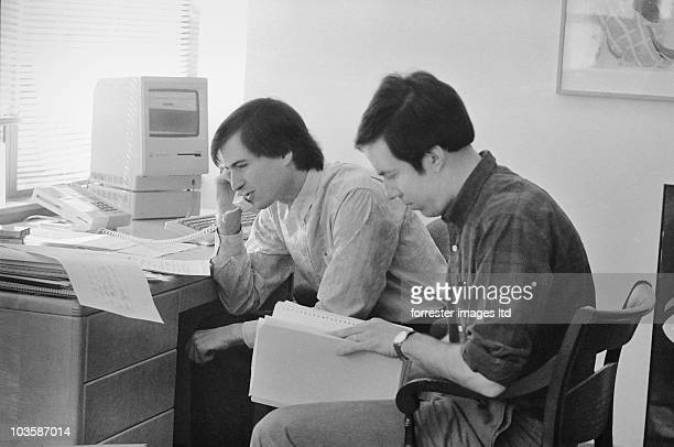 CEO of NeXT Steve Jobs with Bruce Blumberg Director of Product Marketing at the NeXT offices in Palo Alto in November 1986