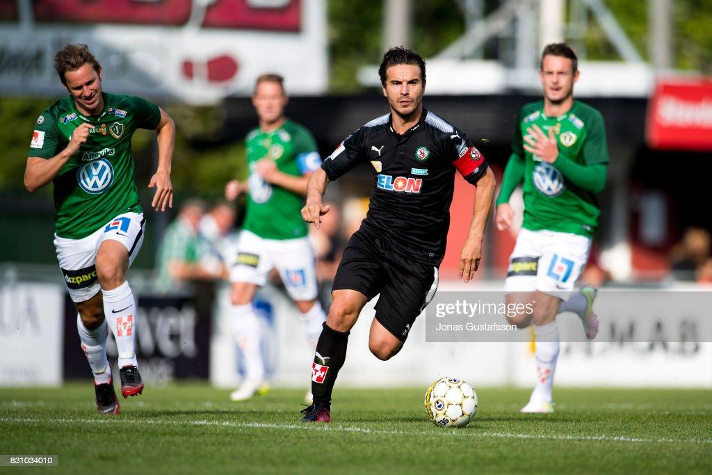 of Orebro SK Nordin Gerzic running with the ball during the Allsvenskan match between Jonkopings Sodra IF and Orebro SK at Stadsparksvallen on August 13, 2017 in Jonkoping, Sweden.