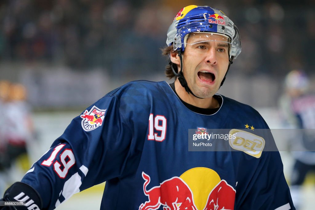 Red Bull Munich v Fischtown Pinguins Bremerhaven - German Ice Hockey League