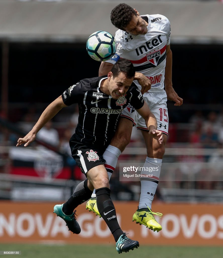 of Sao Paulo vies the ball with of Corinthians during the match between Sao Paulo and Corinthians for the Brasileirao Series A 2017 at Morumbi Stadium on September 24, 2017 in Sao Paulo, Brazil.