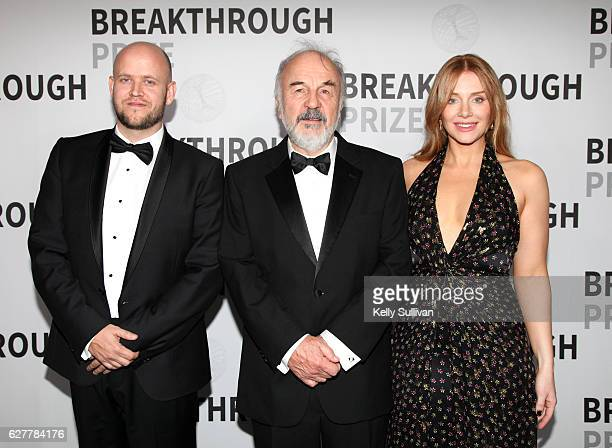 CEO of Spotify Daniel Ek 2017 Breakthrough Prize winner Harry Noller and actress Bryce Dallas Howard backstage during the 2017 Breakthrough Prize at...