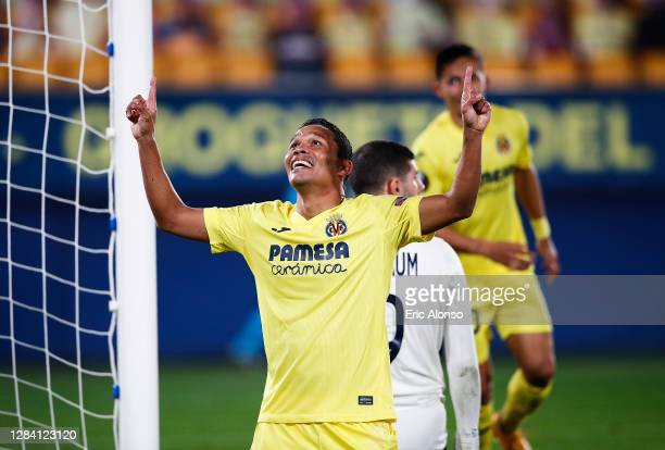 Of Villarreal CF celebrates scoring his team's second goal during the UEFA Europa League Group I stage match between Villarreal CF and Maccabi...