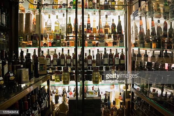 off licence, lisbon, portugal - liquor store stock pictures, royalty-free photos & images