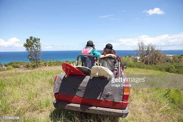 off road vehículo en dirección hacia la playa con dos mujeres - paisajes de puerto rico fotografías e imágenes de stock