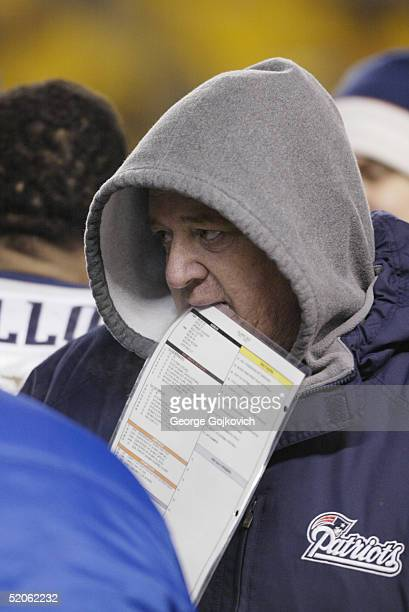 Offensive coordinator Charlie Weis of the New England Patriots on the sideline during the AFC Championship game against the Pittsburgh Steelers at...