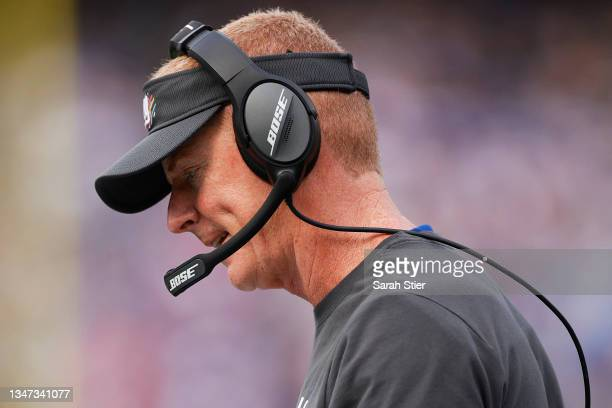 Offensive coordinator Jason Garrett of the New York Giants looks on during the first half against the Los Angeles Rams at MetLife Stadium on October...