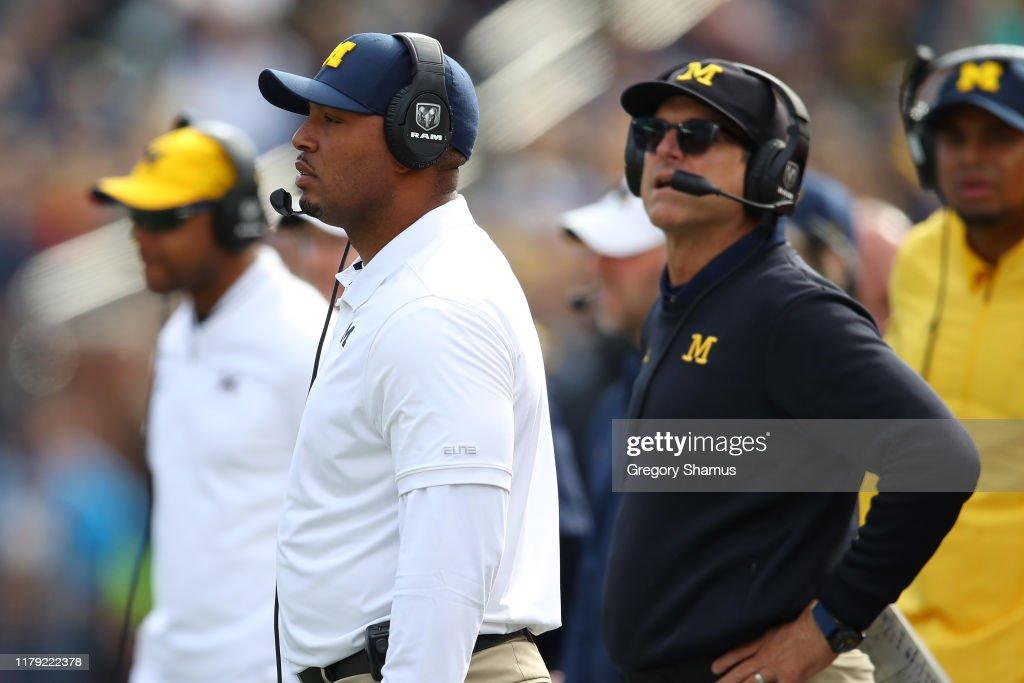 Iowa v Michigan : News Photo